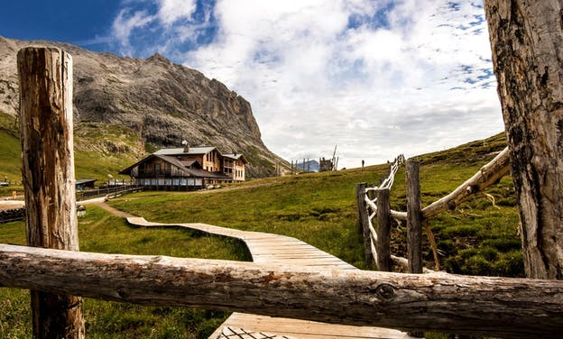 5 Things to Know About Hut-to-Hut Hiking Tours in the Dolomites