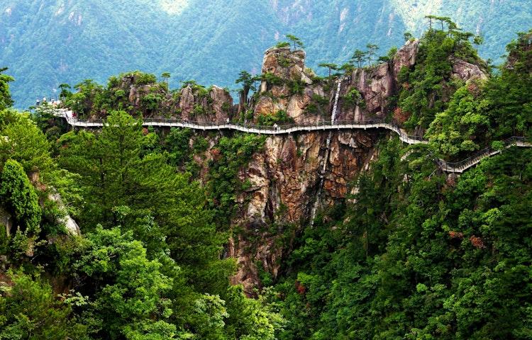elevated walkway - China: Yosemite Sister Parks Hiking