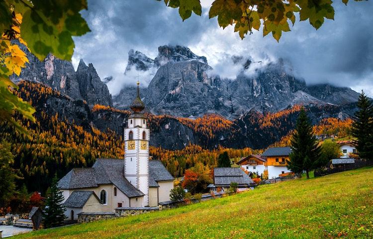colfosco - Italy Heart of the Dolomites Hiking