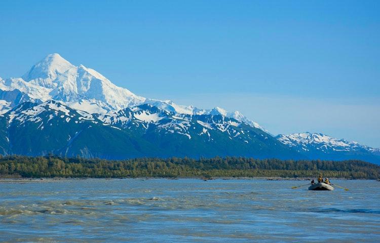 tiny raft big mountain - Alaska Alsek River Rafting