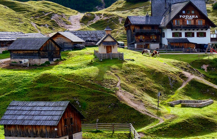 fodara - Italy Heart of the Dolomites Hiking