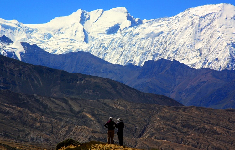 two women and mountains - Nepal Mystical Mustang Trek
