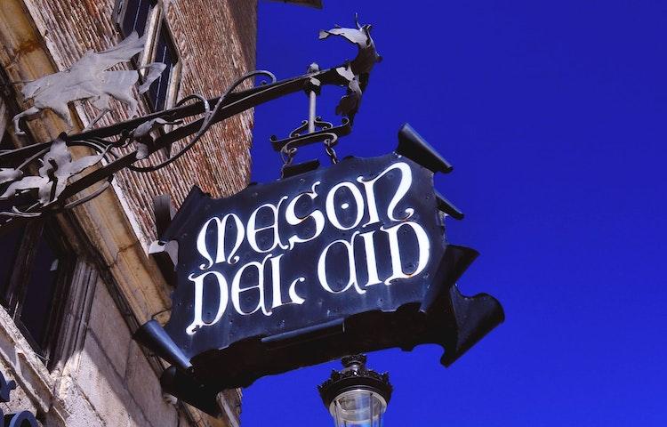 maison del cid sign