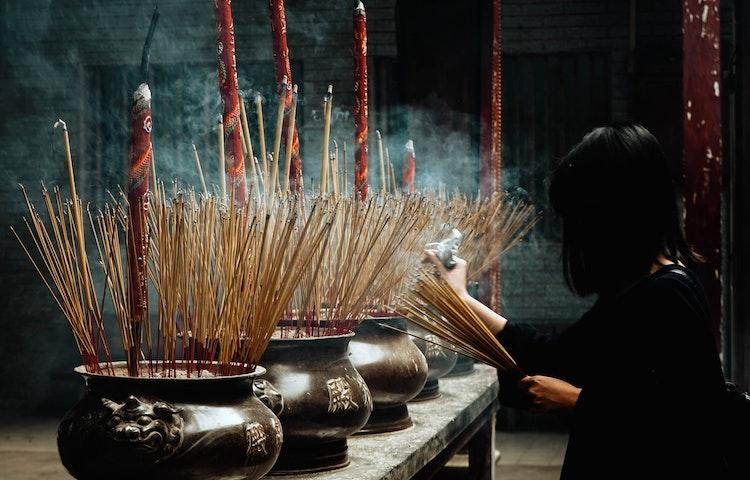 incense prayers - Laos, Cambodia & Vietnam Indochine Cultural Discovery