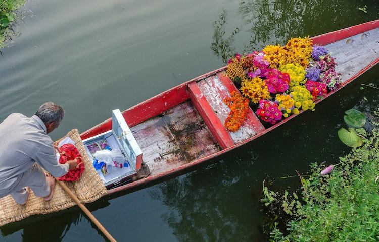 flower boat - India Secrets of Kashmir Multi-Adventure