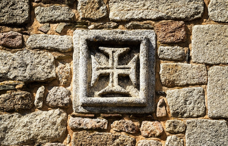 cross stone detail