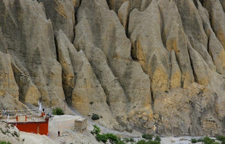 fluted cliffs - Nepal Mystical Mustang Trek