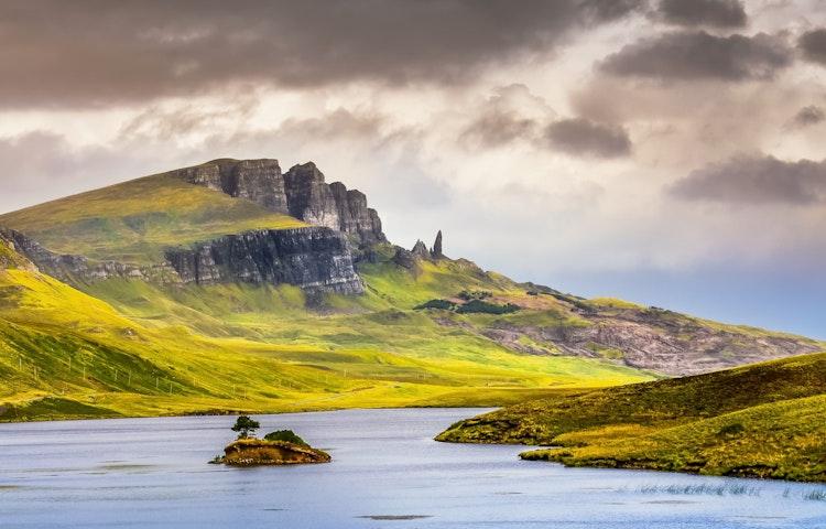 storr stream scenic - Scotland Western Isles Hiking Tour