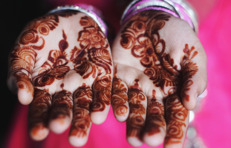 henna hands - India Secrets of Kashmir Multi-Adventure