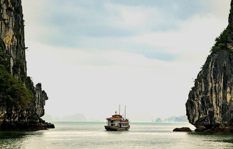 ha long bay boat - Laos, Cambodia & Vietnam Indochine Cultural Discovery