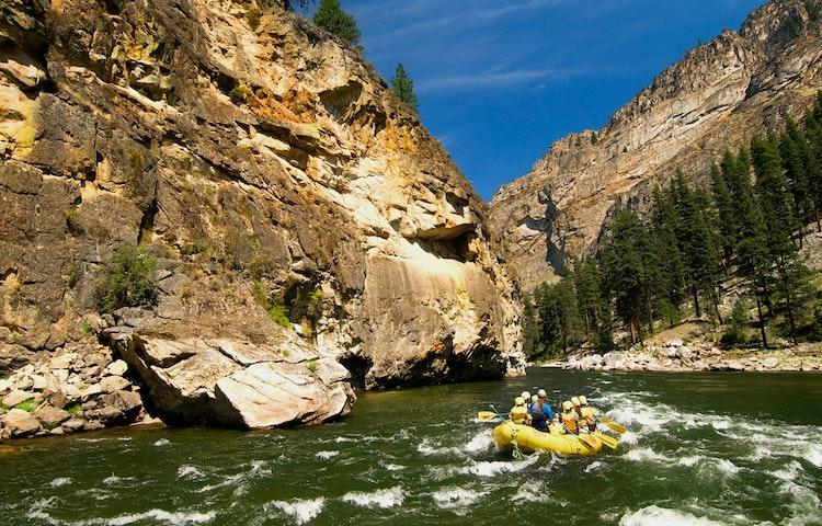 raft entering gorge