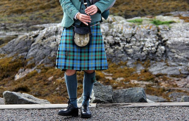 bagpiper - Scotland Western Isles Hiking Tour